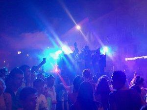 Senji látnivalók, felvonulás és látogatók a karneválon