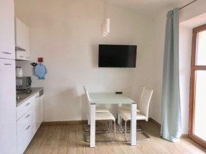 A senji Blue Horizon Apartman egyik szállásának konyhája