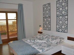 A senji Blue Horizon Apartman egyik szobája belülről